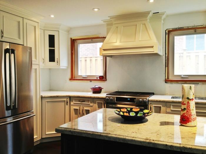Royal_White_Granite_Kitchen_2-700x525